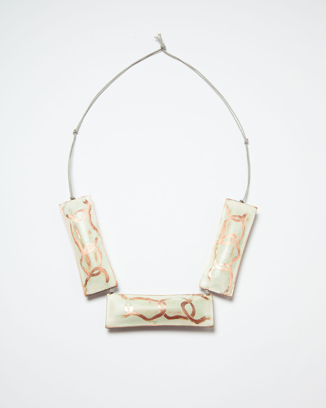 Nicole Beck, Linked, 2017, necklace;; copper, enamel, silver, string, 105 x 35 x 15 mm, €1460
