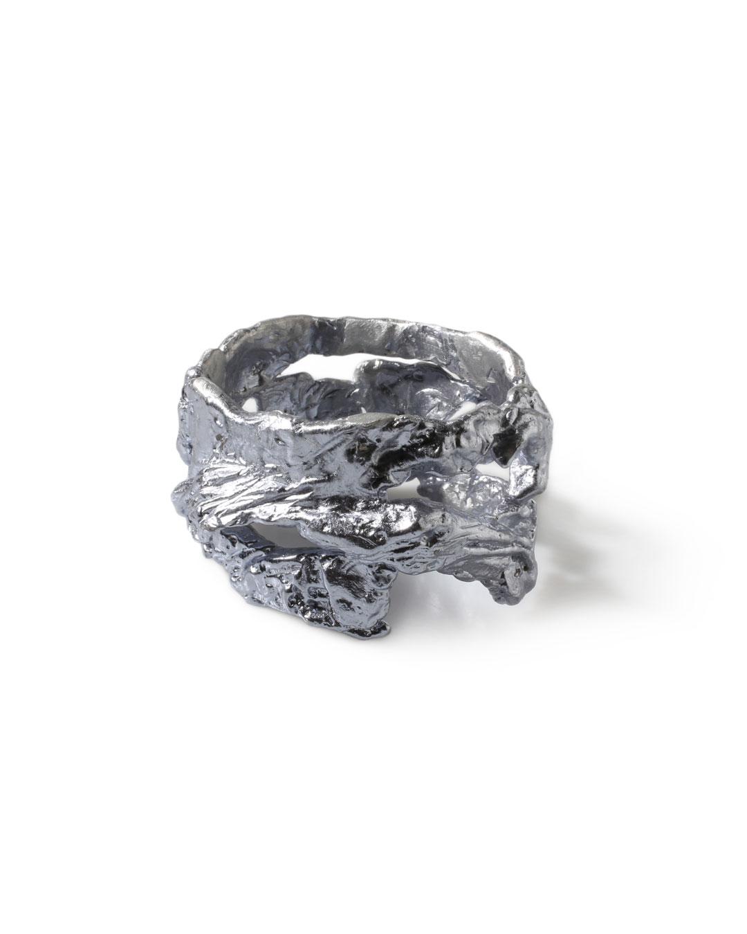 Juliane Brandes, zonder titel, 2013, armband; aluminium-mangaan, 85 x 50 mm, €1100