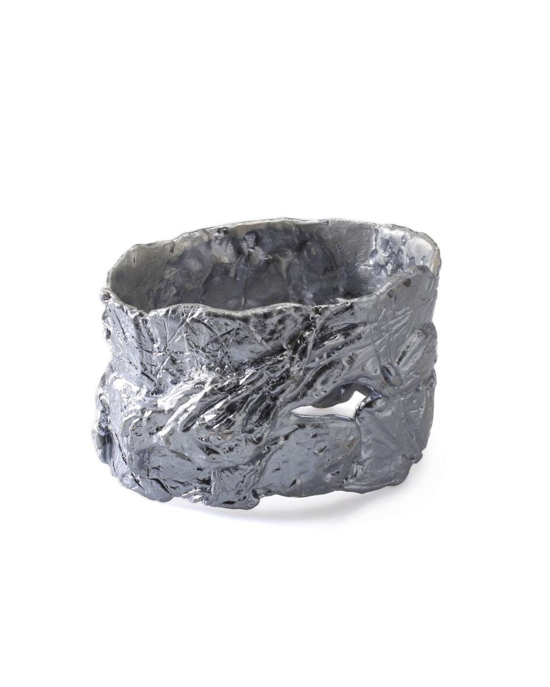 Juliane Brandes, zonder titel, 2013, armband; aluminium-mangaan, 75 x 50 mm, €1100