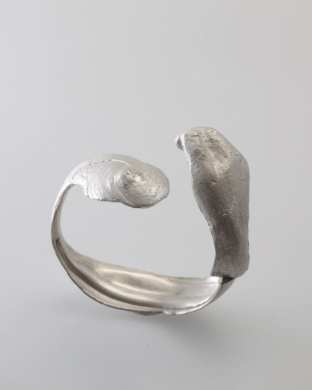 Juliane Brandes, zonder titel, 2016, armband; zilver, 60 x 70 x 30 mm, €2430