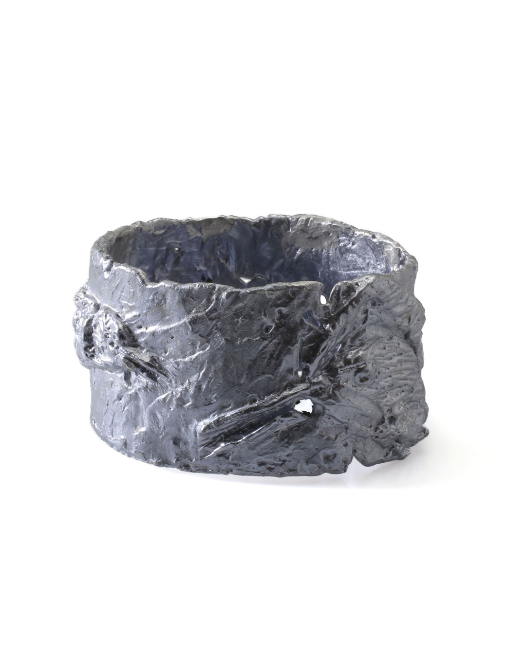 Juliane Brandes, zonder titel, 2013, armband; aluminium-mangaan, 80 x 45 mm, €1100