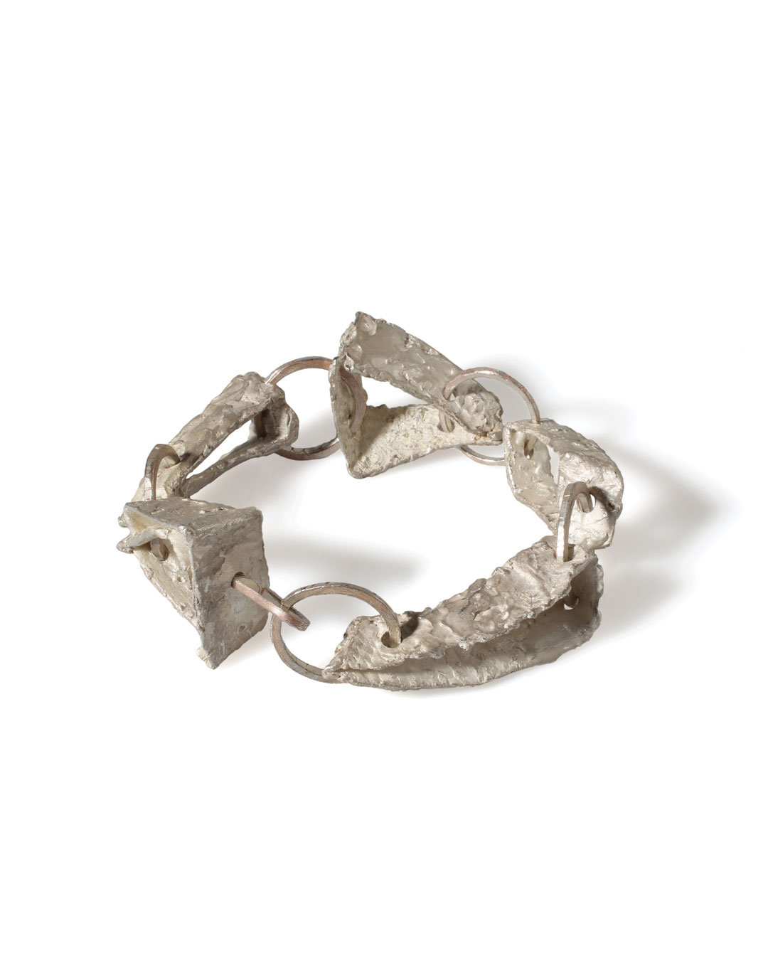 Juliane Brandes, zonder titel, 2013, armband; zilver, koper, 23 x 30 x 15 mm, €2200