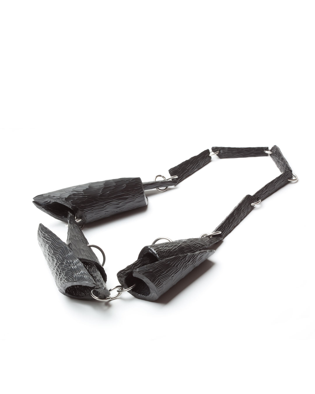 Antje Bräuer, Drei Krähen (Three Crows), 2015, necklace; rubber, steel, 450 x 200 x 45 mm, €4000