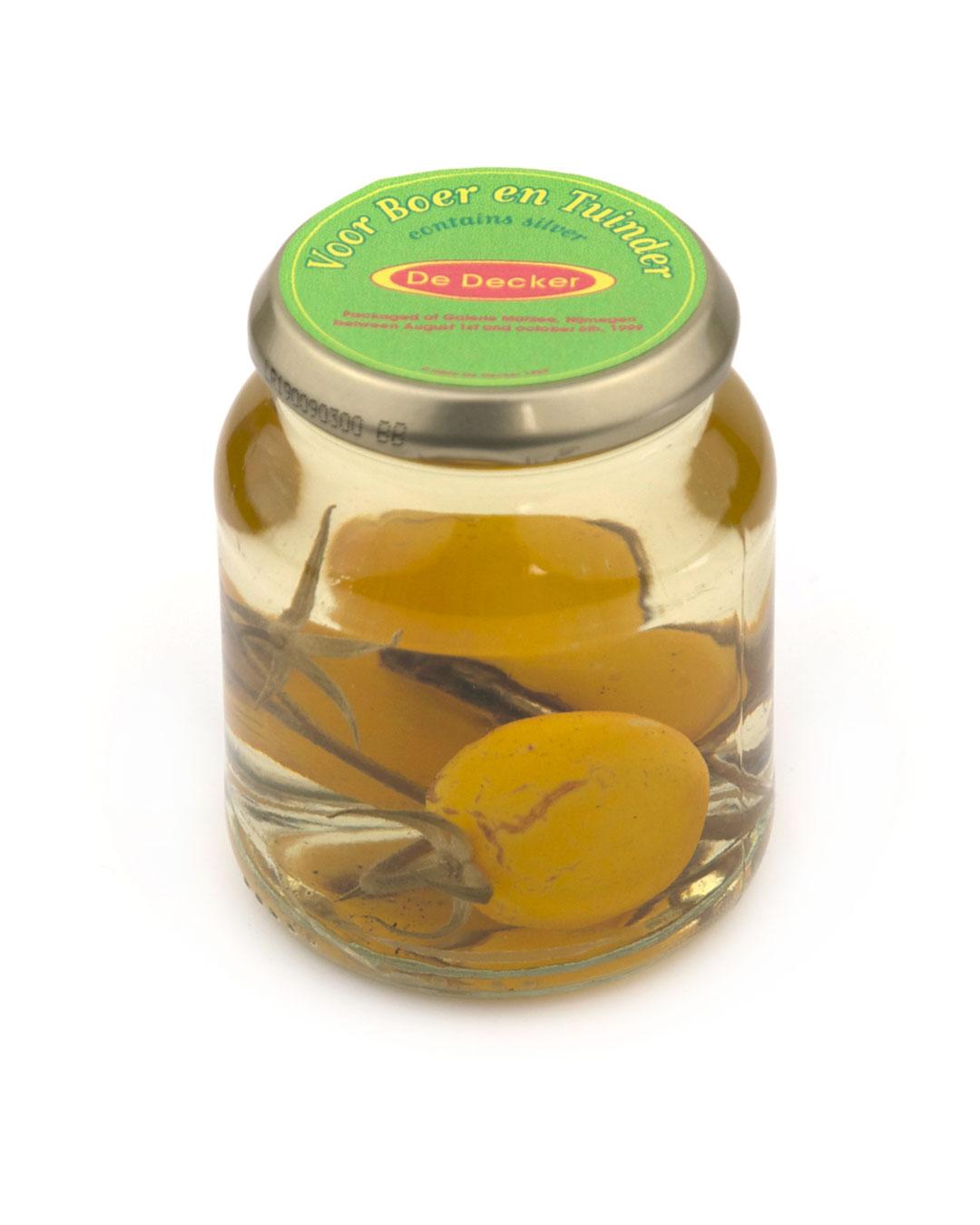 Hilde De Decker, Voor boer en tuinder (For the Farmer and the Market Gardener), packaged at Open Borders, 2004, object; glass, vinegar, vegetable, gold, ø 100 x 130 mm