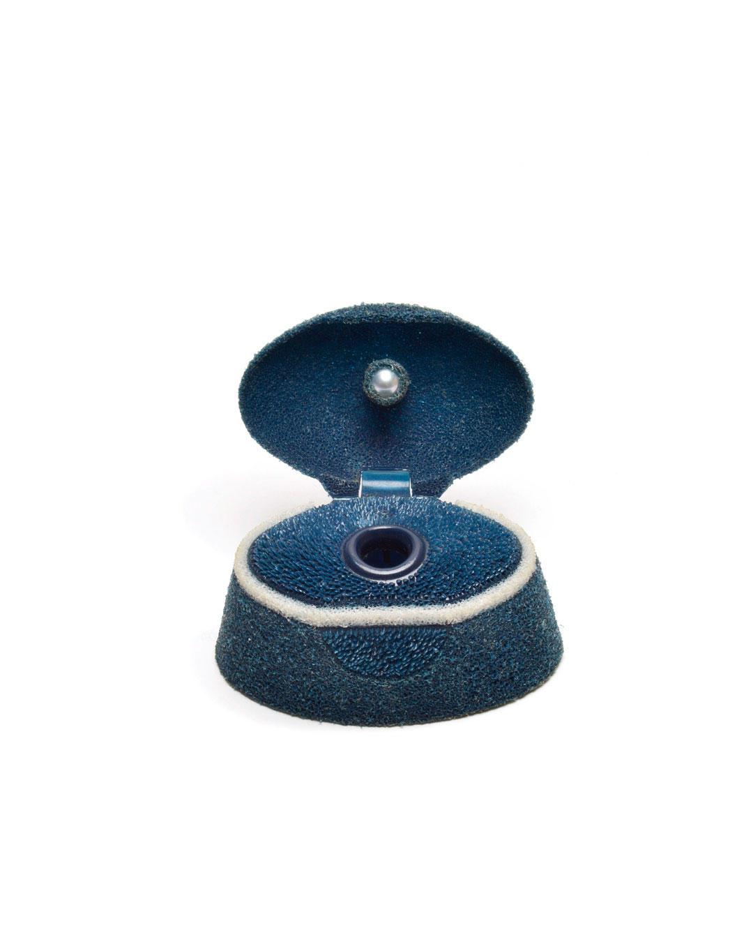 Ute Eitzenhöfer, Ensha, 2002, brooch; shampoo lid, pearl, rhodanised silver, silver, 40 x 40 x 45 mm