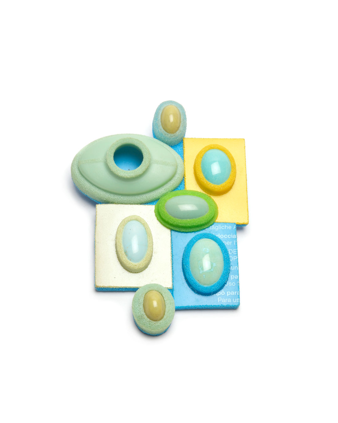 Ute Eitzenhöfer, Precious Mix 1, 2004, brooch; plastic (from packaging), turquoise, serpentine, silver, 80 x 60 x 18 mm, €1450