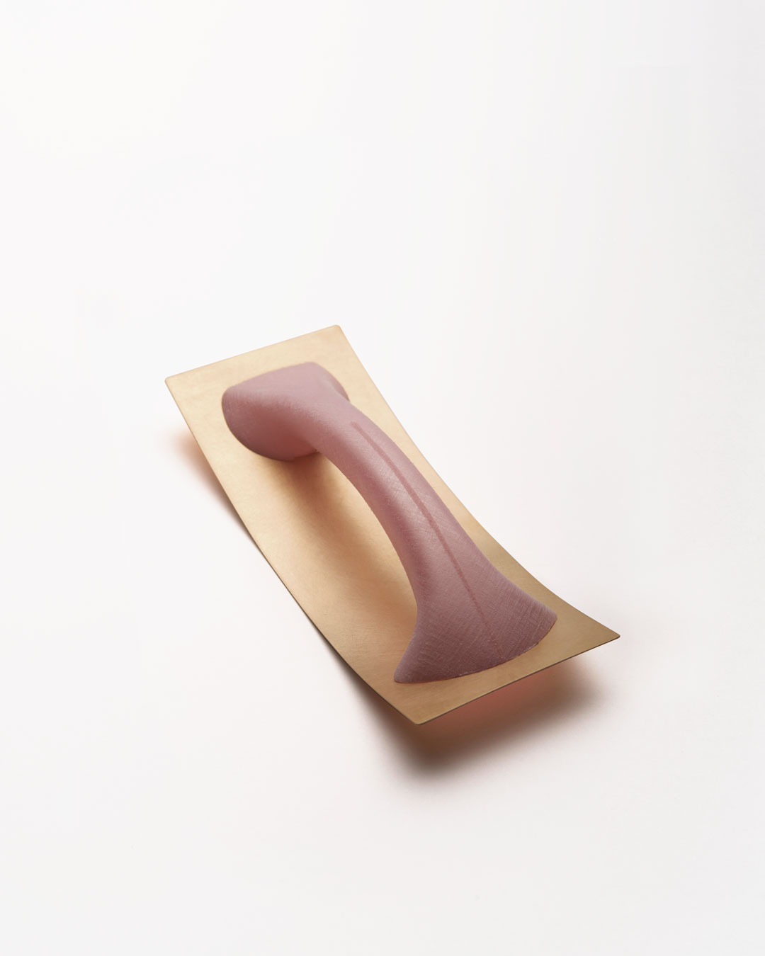 Ute Eitzenhöfer, Roségoldblech mit Griff (Rose Gold Sheet with Handle), 2013, object; 18ct rose gold, plastic (from packaging), 160 x 60 x 40 mm, price on request