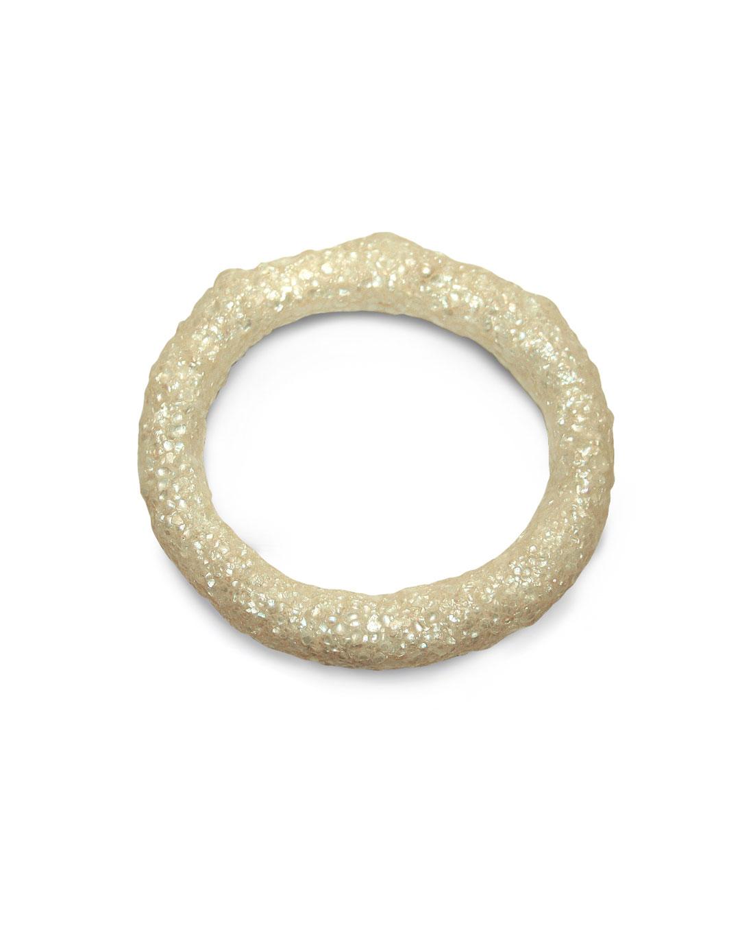 Carmen Hauser, Perlenreif, 2015, bracelet; pearls, resin, 90 x 85 x 14 mm, €730