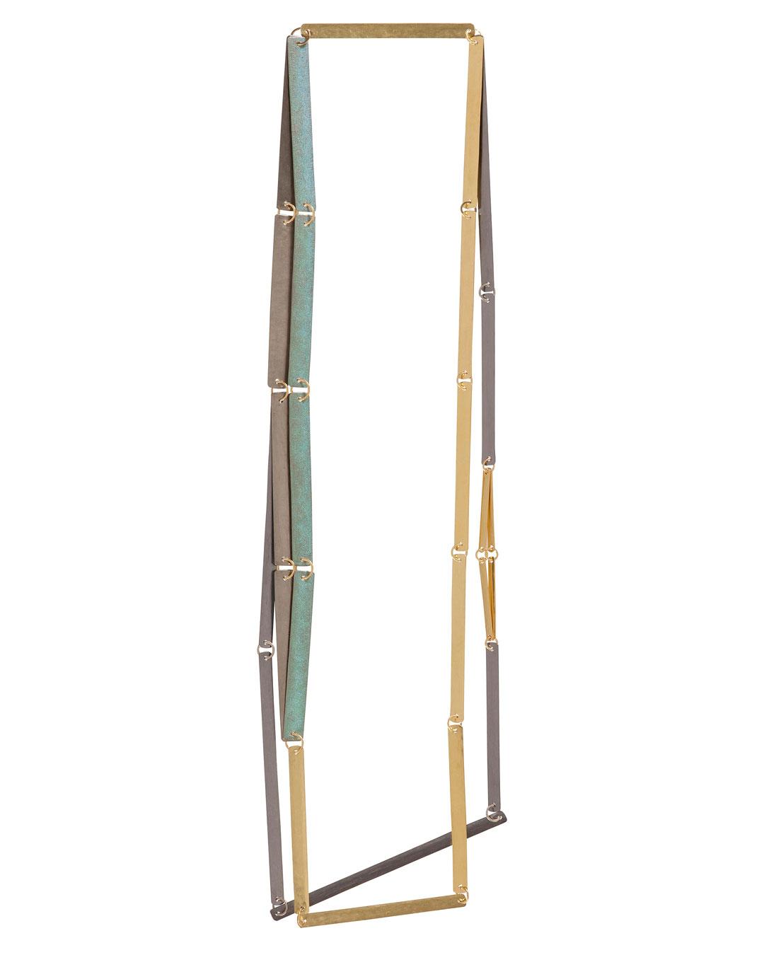 Annelies Planteijdt, Mooie stad - Collier en theedoeken, 2017, ketting; goud, tantalium, titanium, pigment, 180 x 360 mm, €7450 (afbeelding 2/3)