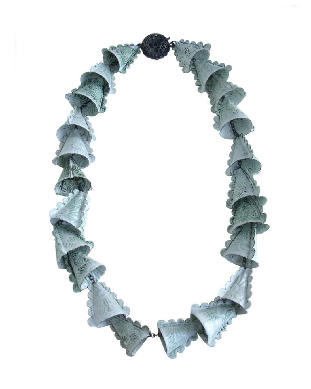 Vera Siemund, untitled, 2004, necklace; enamel, copper, silver, H 305 mm, €2340