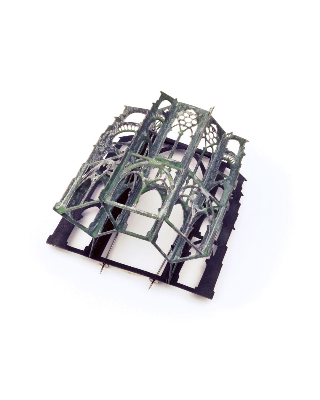 Vera Siemund, untitled, 2017, brooch; steel, enamelled copper, silver, 80 x 85 x 55 mm, €1575