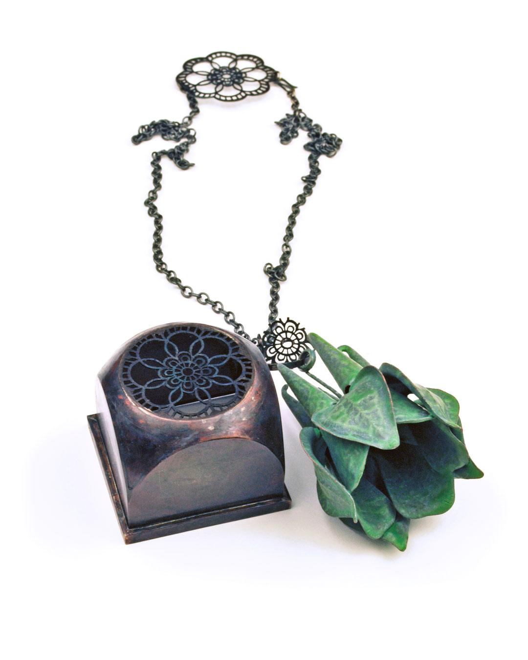 Vera Siemund, untitled, 2019, necklace; enamelled copper, copper, steel, silver, 100 x 60 x 40 mm, €1355