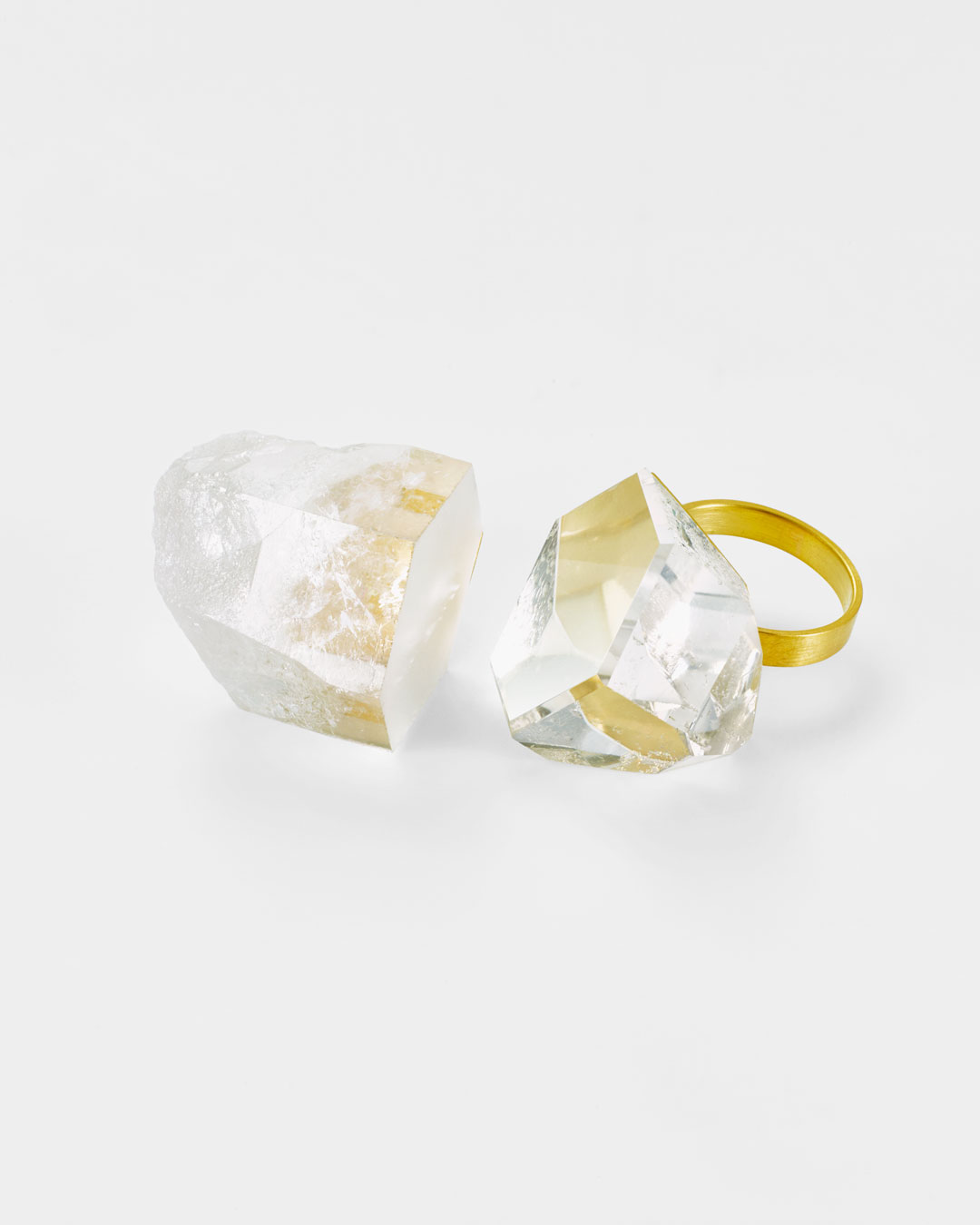 Etsuko Sonobe, untitled, 2017, ring; 20ct gold, rock crystal, 50 x 35 x 25 mm, €2200