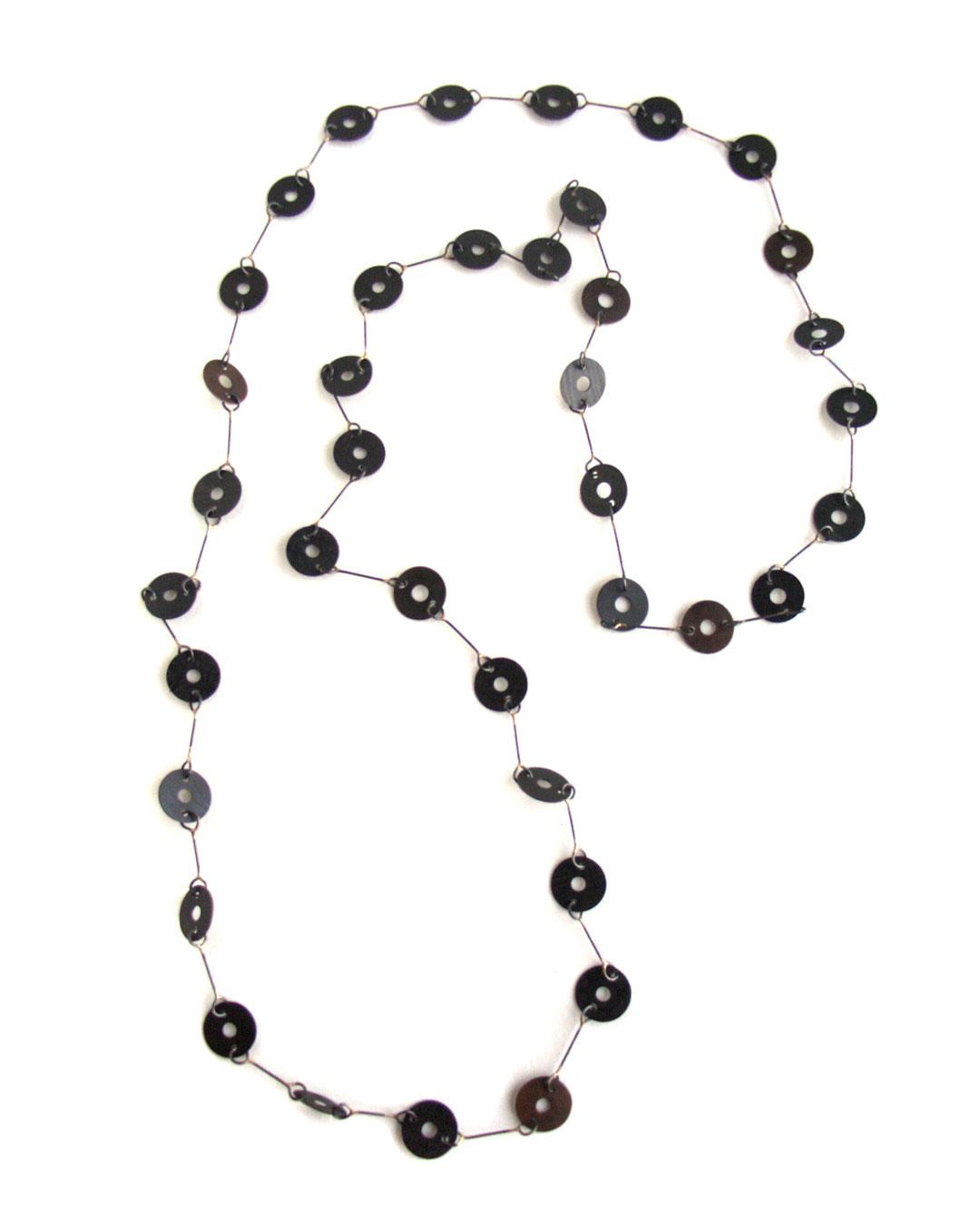 Tore Svensson, untitled, 2005, necklace; steel, partly gilt, 600 mm, €1480
