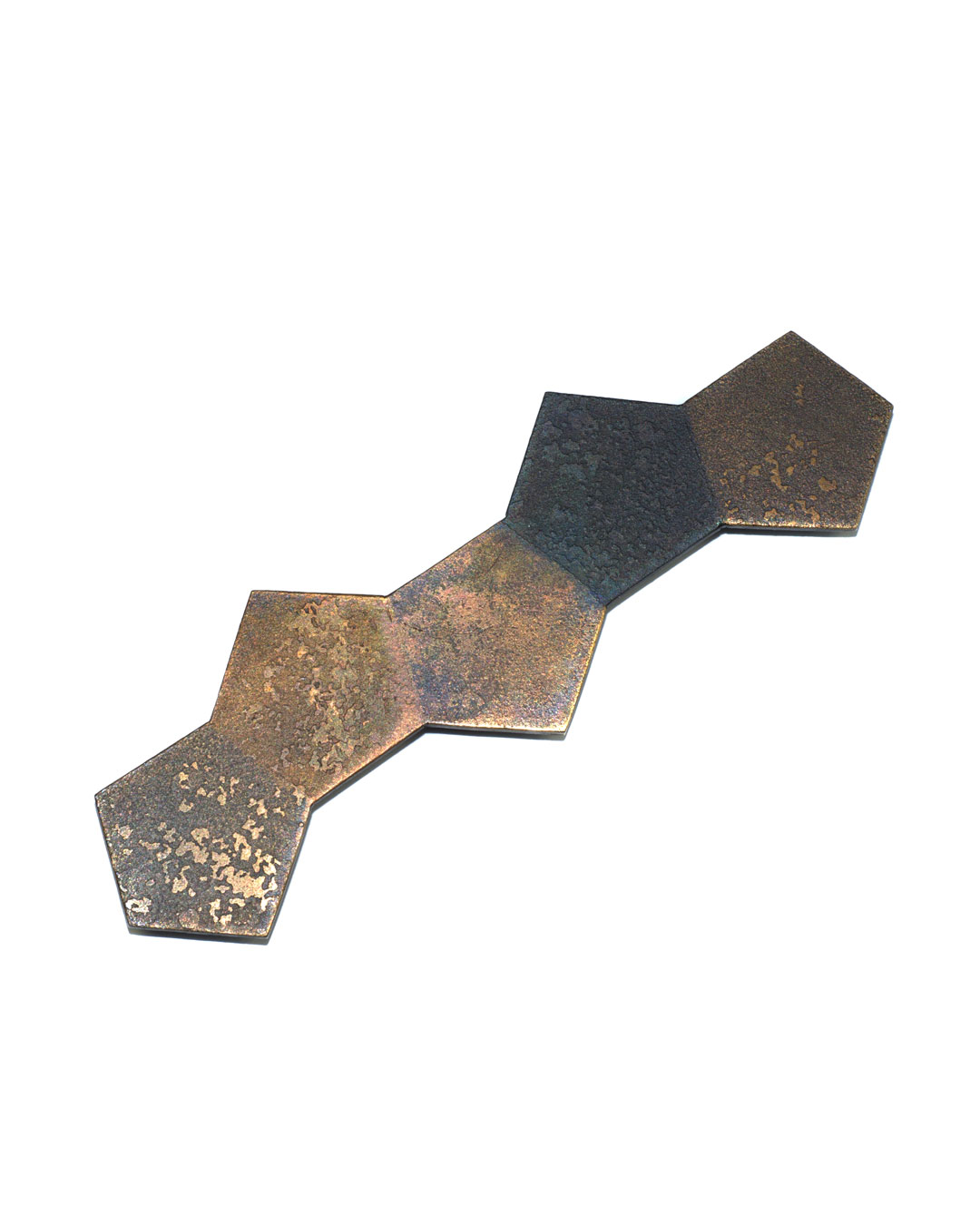 Tore Svensson, Pentagon, 2008, brooch; etched steel, partly gilt, 100 x 35 x 1.5 mm, €425