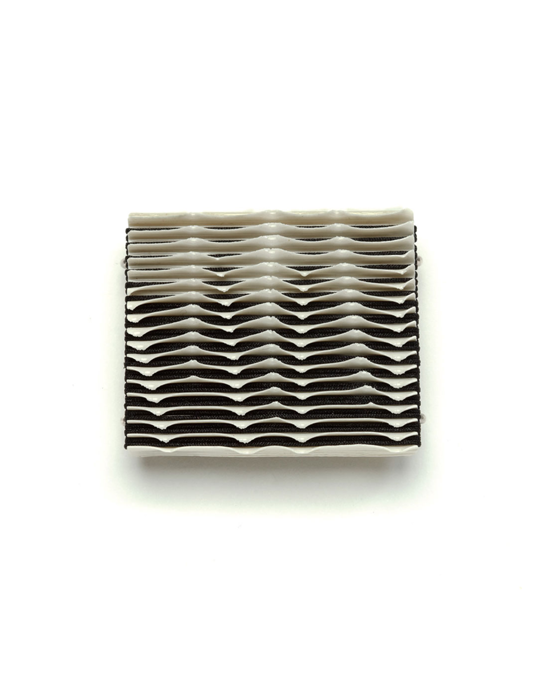 Silke Trekel, Twilight, 2017, brooch; porcelain, silver, thread, 54 x 45 x 9 mm, €775