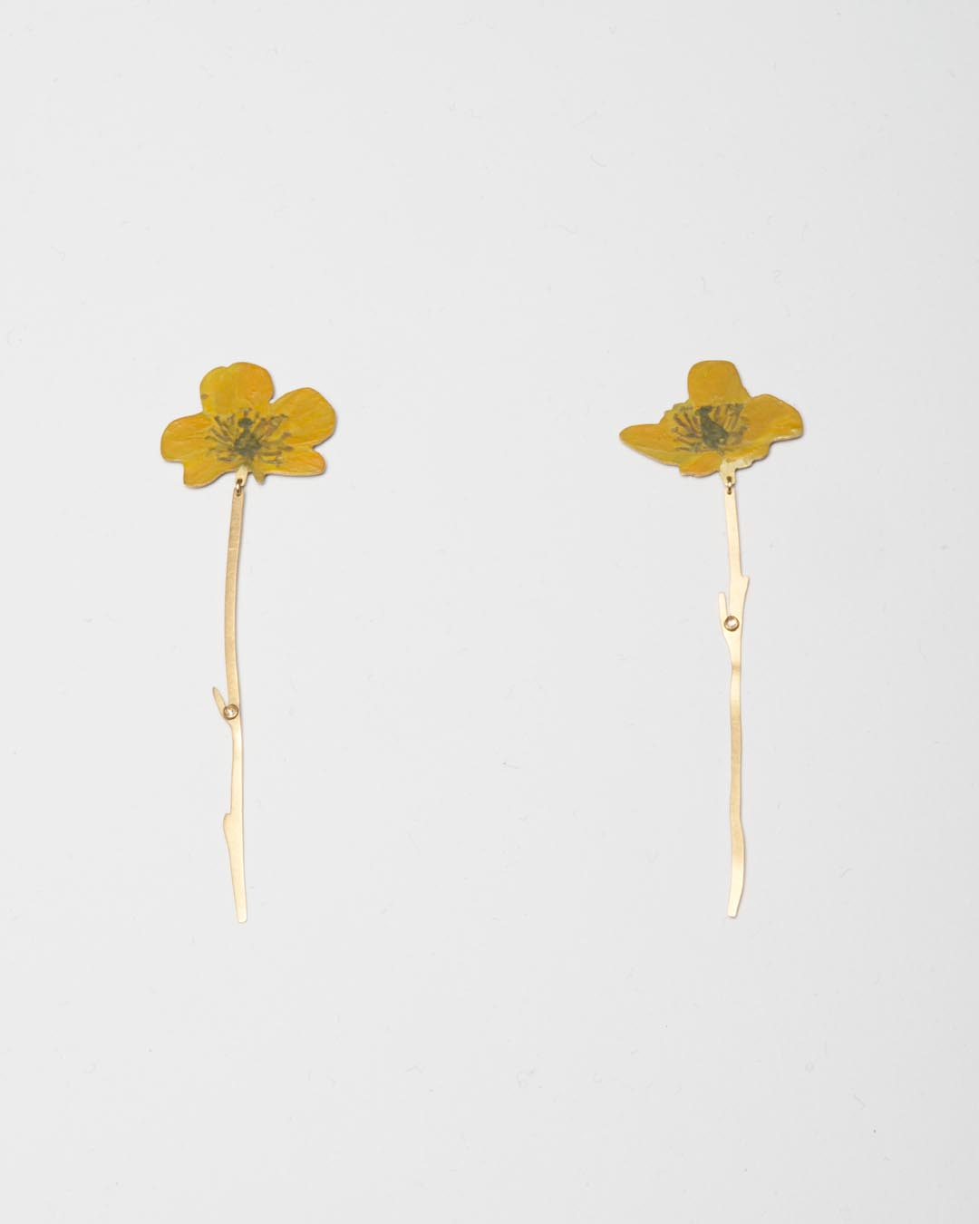 Christopher Thompson Royds, Natura Morta: buttercup, 2019, drop earrings; 18ct gold, hand-painted, diamonds, 70 x 20 mm, €1750 (image 2/2)