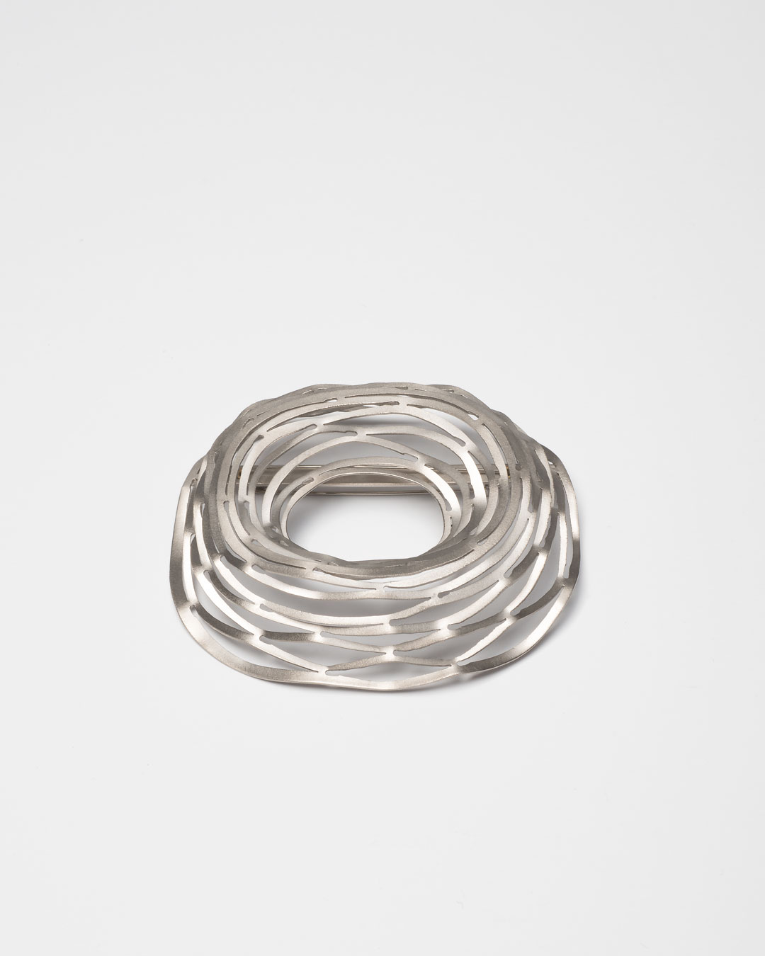 Antje Bräuer, untitled, 2010, brooch; titanium, gold, stainless steel, 65 x 77 x 21 mm, €535