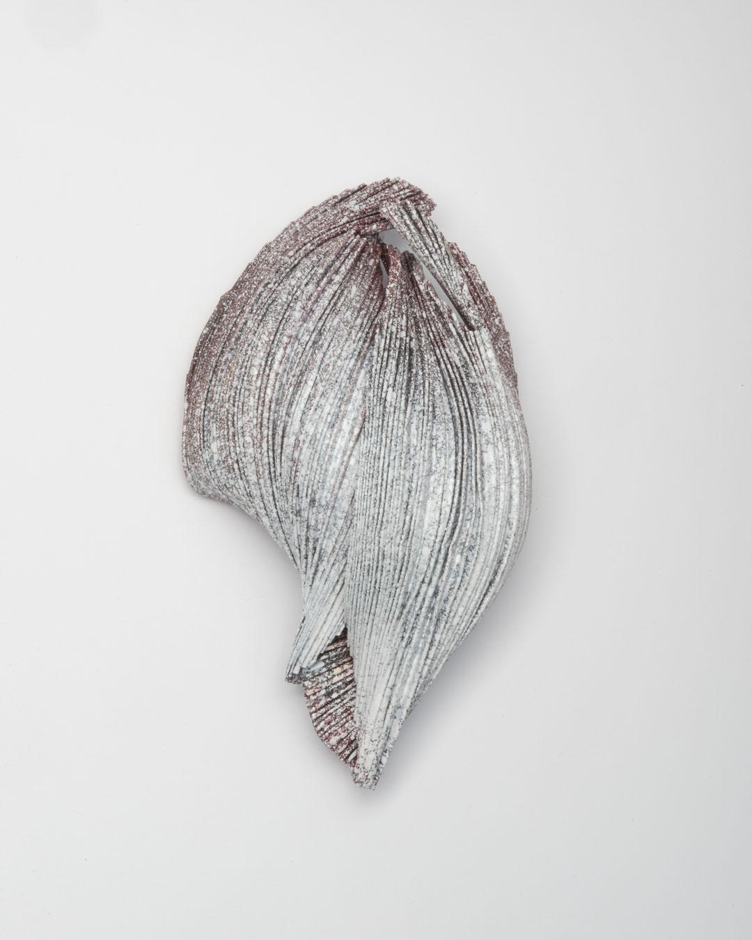 Li Liang, Nr. 1: Line, 2018, brooch; copper, 120 x 80 x 50 mm, €1650
