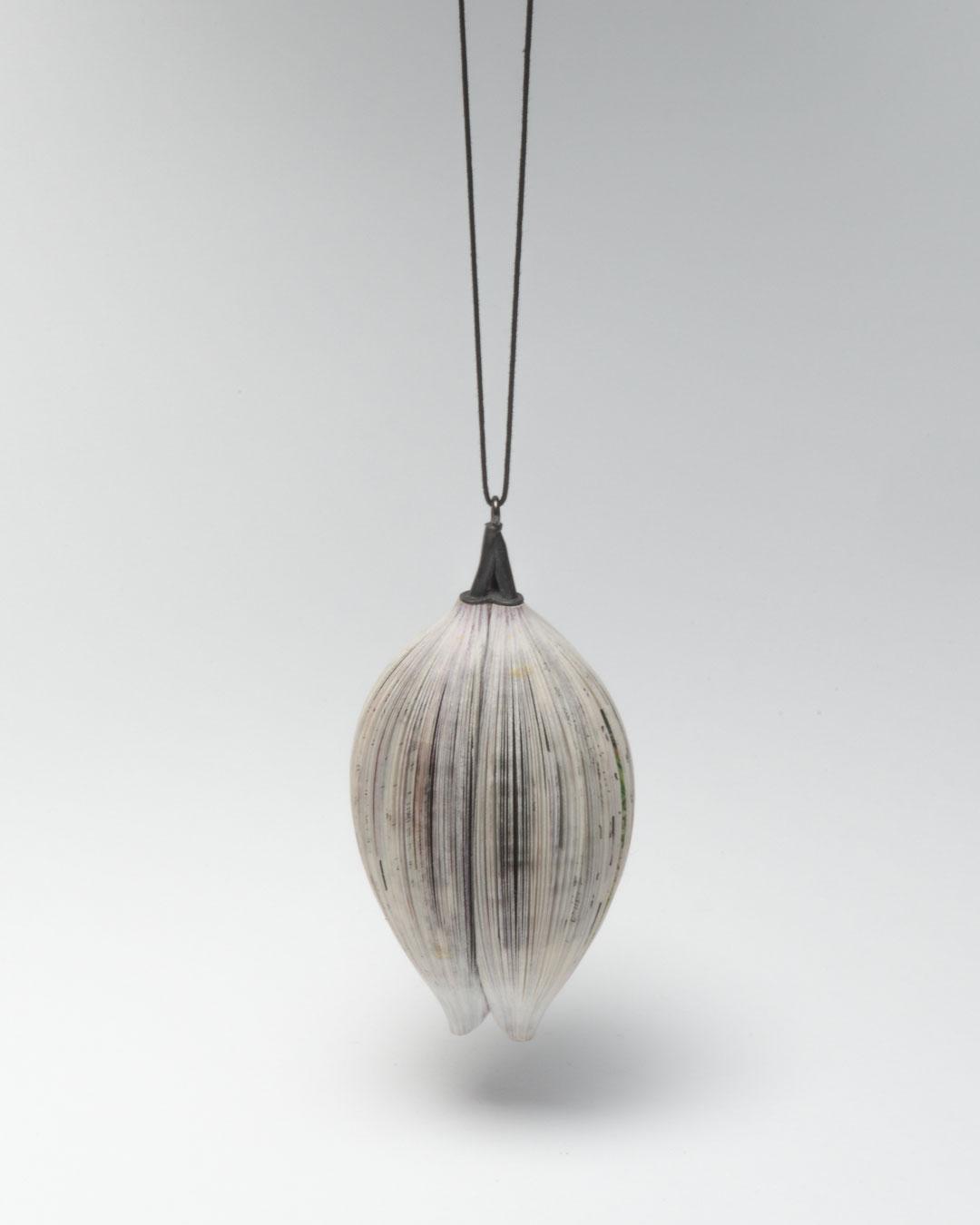 Michihiro Sato, Simultaneity, 2011, pendant; paper, silver, 115 x 55 x 55 mm, €850