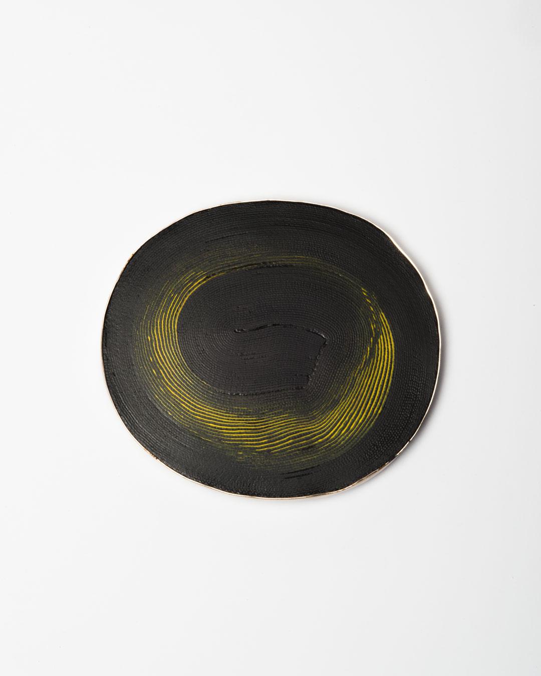 Shin Hea Lim, Drew a Rain I, 2018, brooch; linen, silver, ottchil (lacquer), 103 x 92 x 10 mm, €1250