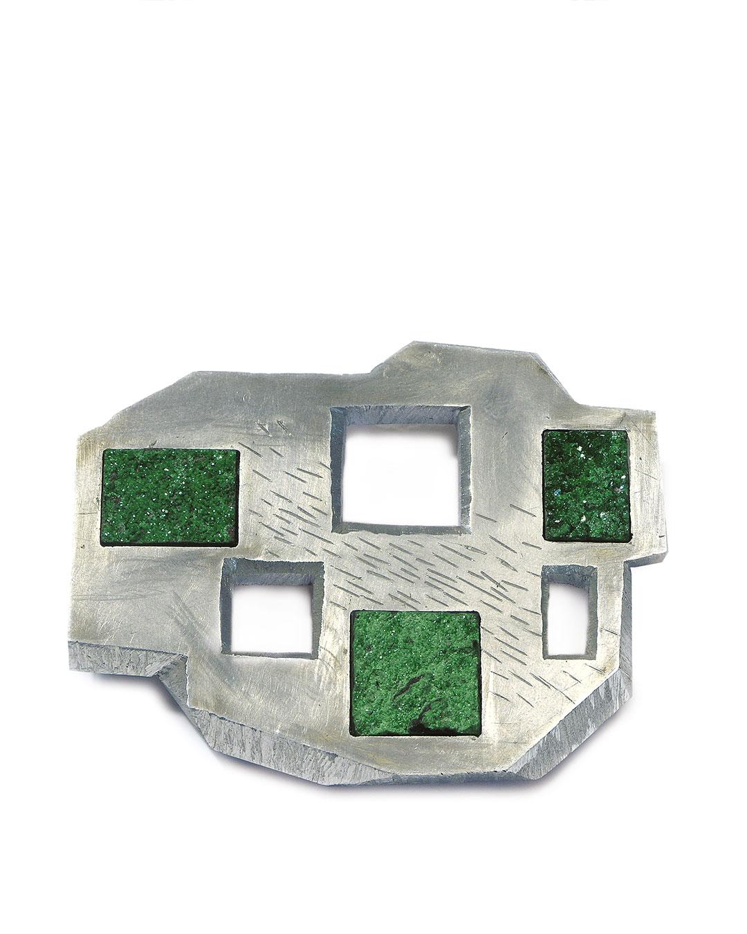 Sybille Richter, Felder II (Fields II), 2009, brooch; uvarovite, aluminium, silver, 60 x 50 x 10 mm, €780