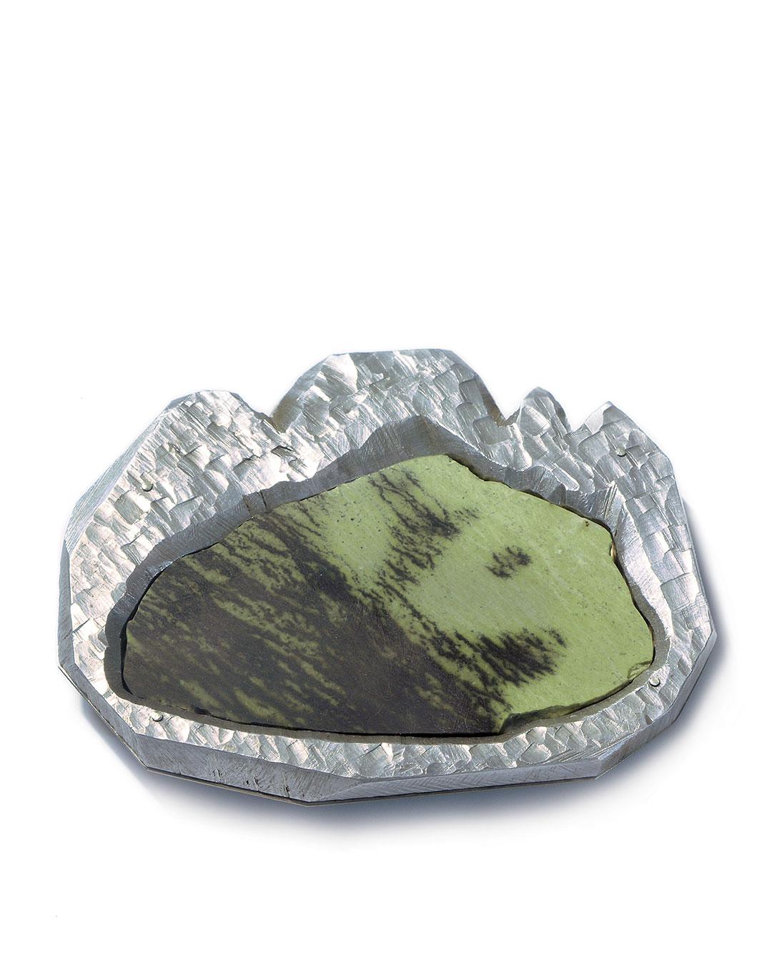 Sybille Richter, Berge (Mountains), 2009, brooch; aluminium, titanium, serpentine, 80 x 65 x 10 mm, €780
