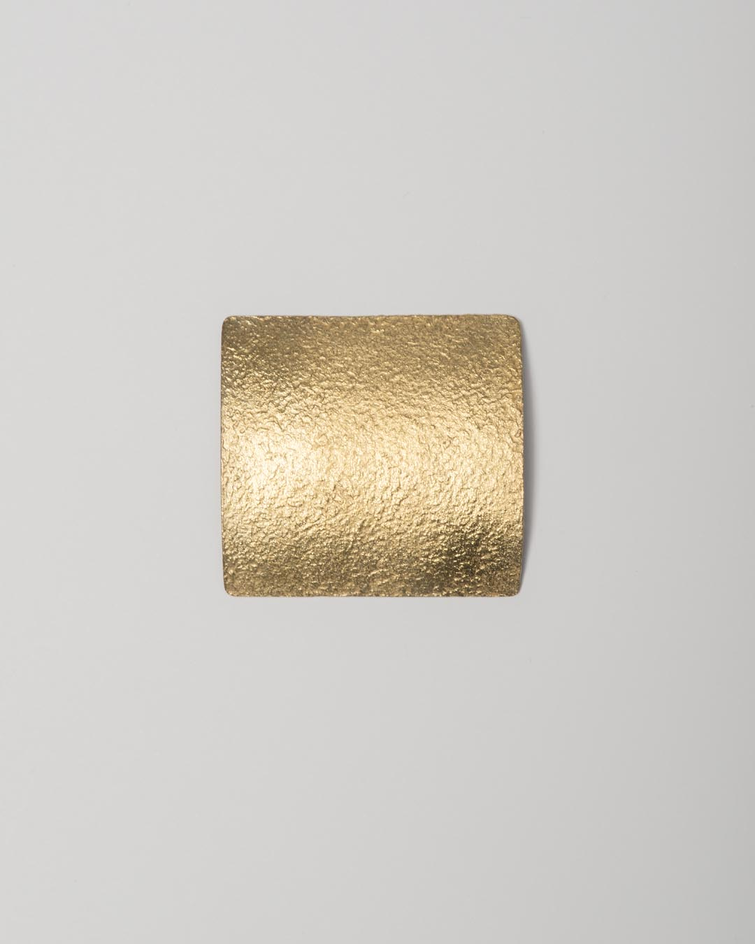 Yasuki Hiramatsu, untitled, brooch; gold-plated silver, 48 x 45 x 9 mm, €750