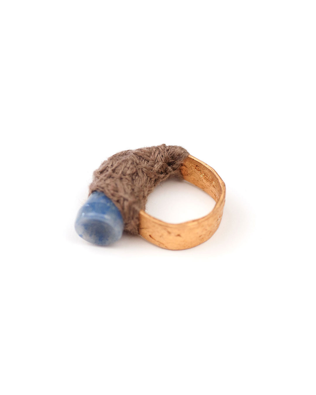 Iris Bodemer, untitled, 2004, ring; bronze, sodalite, wool, 33 x 33 x 8 mm, €1000