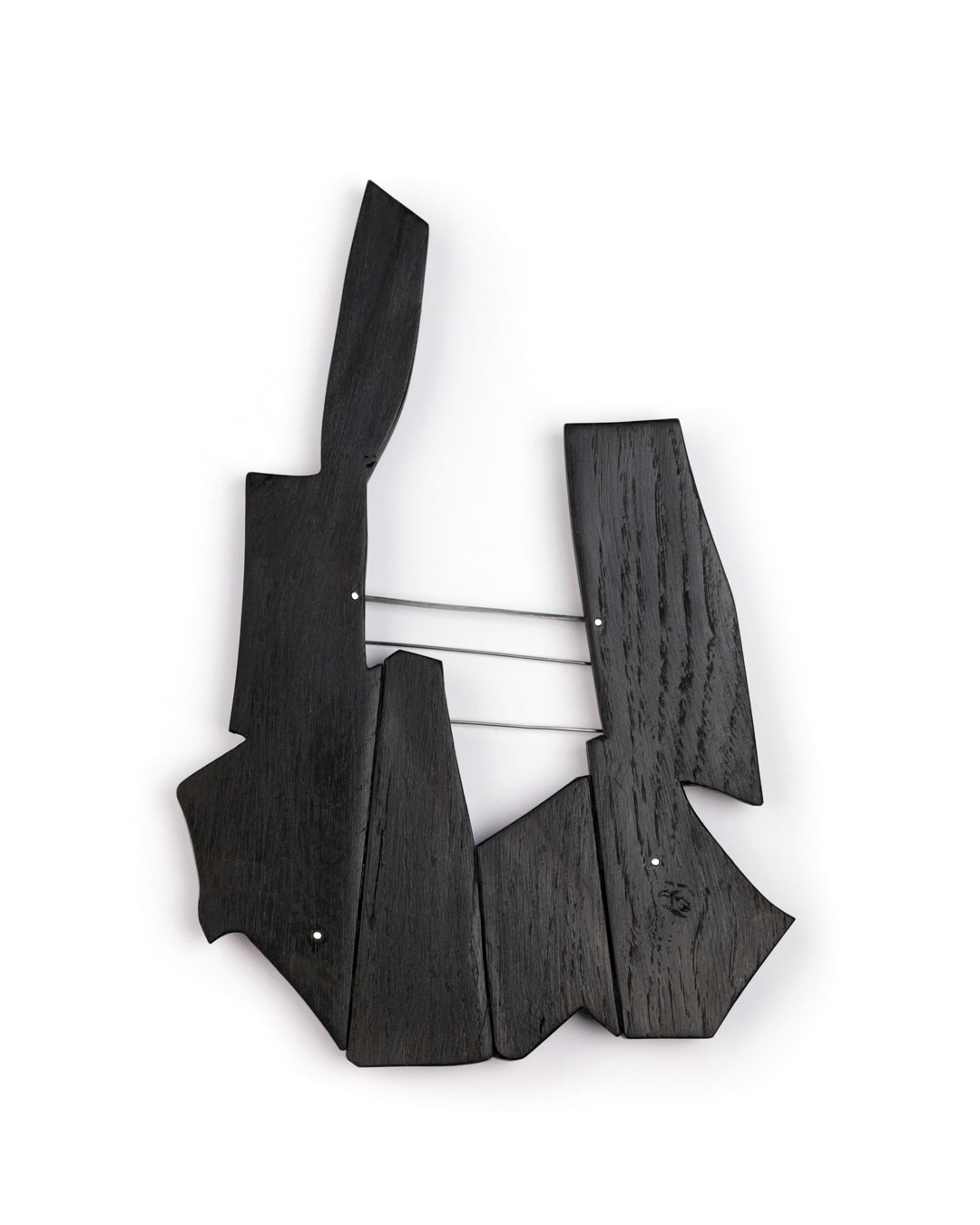 Antje Bräuer, Couple, 2018, brooch; bog oak, silver, steel, 198 x 135 x 13 mm, €1700