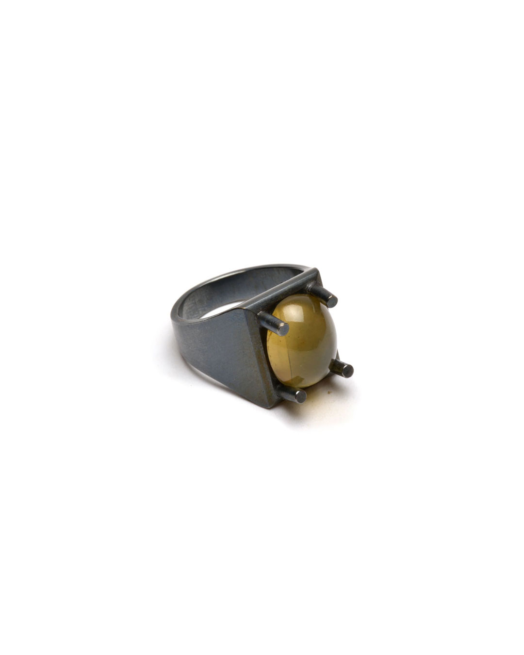 Ute Eitzenhöfer, untitled, 2014, ring; silver, quartz, 30 x 20 x 15 mm, €500