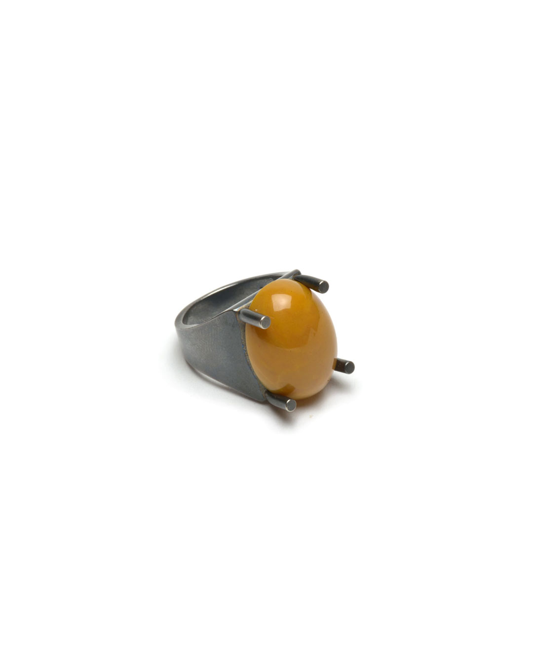 Ute Eitzenhöfer, untitled, 2014, ring; silver, jasper, 30 x 20 x 15 mm, €500