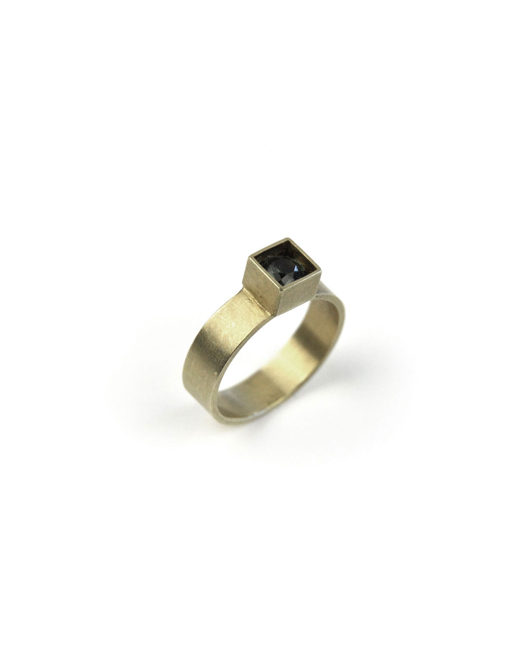 Herman Hermsen, untitled, 2005, ring; 14ct gold, synthetic stone, 24 x 20 x 5 mm, €490