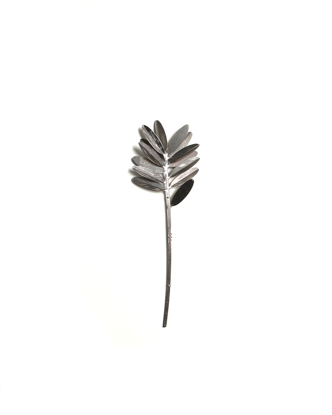 Junwon Jung, untitled, 2011, brooch; titanium, stainless steel, 200 x 80 x 40 mm, €1090