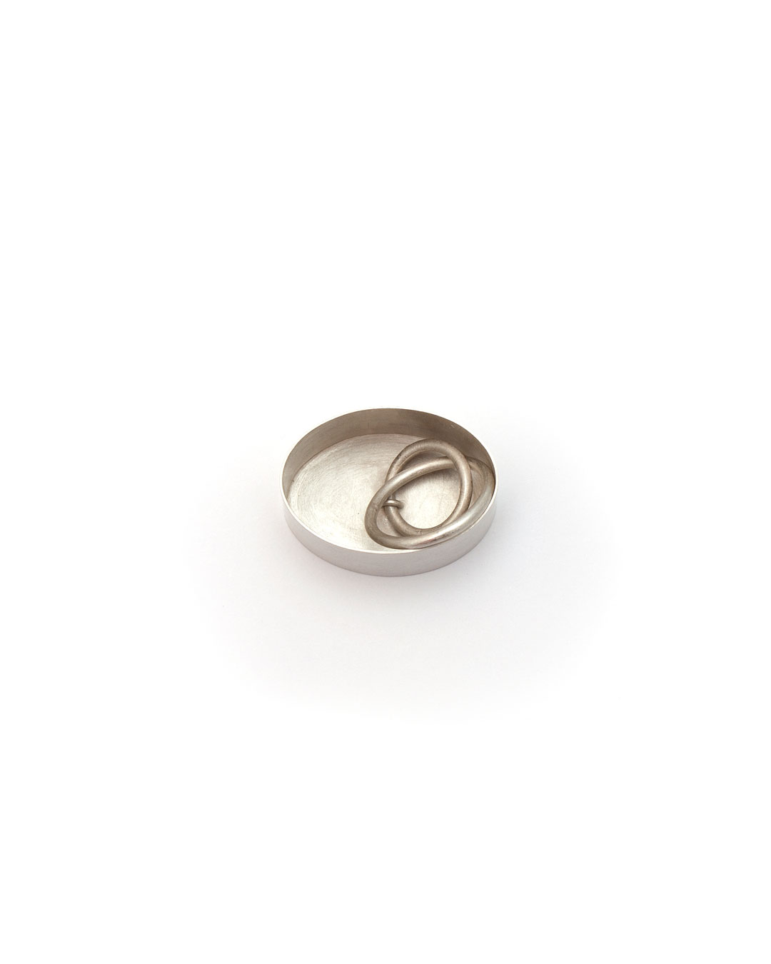 Junwon Jung, untitled (oval), 2016, ring; silver, 25 x 35 x 40 mm, €700