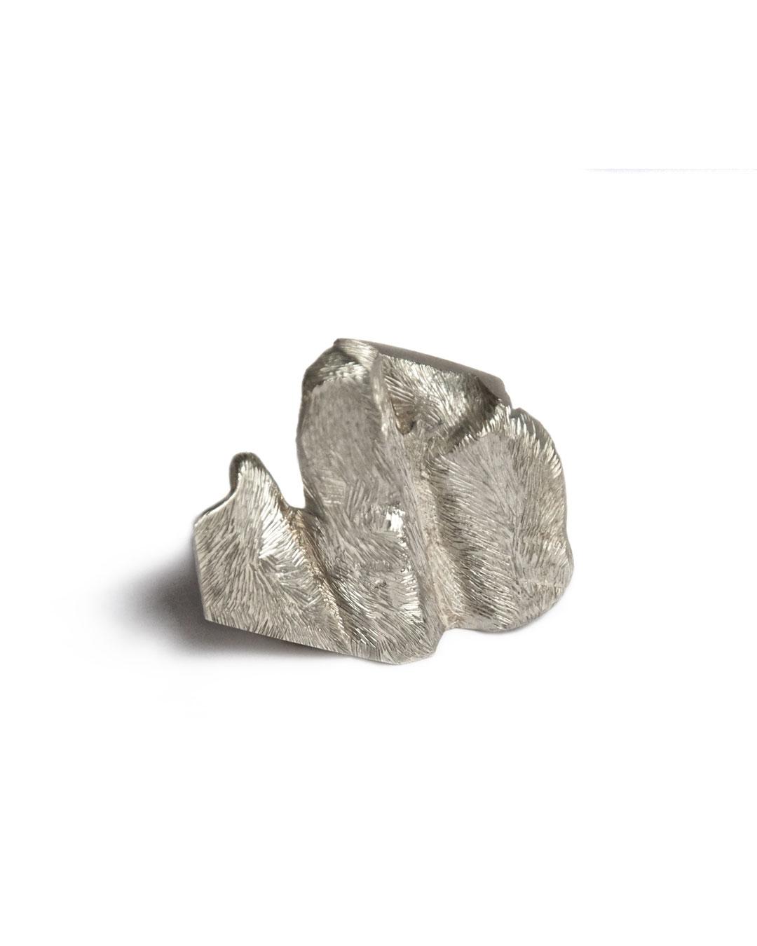 Rudolf Kocéa, Umhang (Cape), 2007, broche; zilver, 35 x 39 x 11 mm, €1090