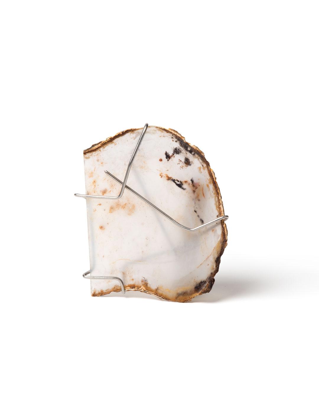 Rudolf Kocéa, Milky II, 2019, brooch; agate, stainless steel, 70 x 90 x 10 mm, €1000