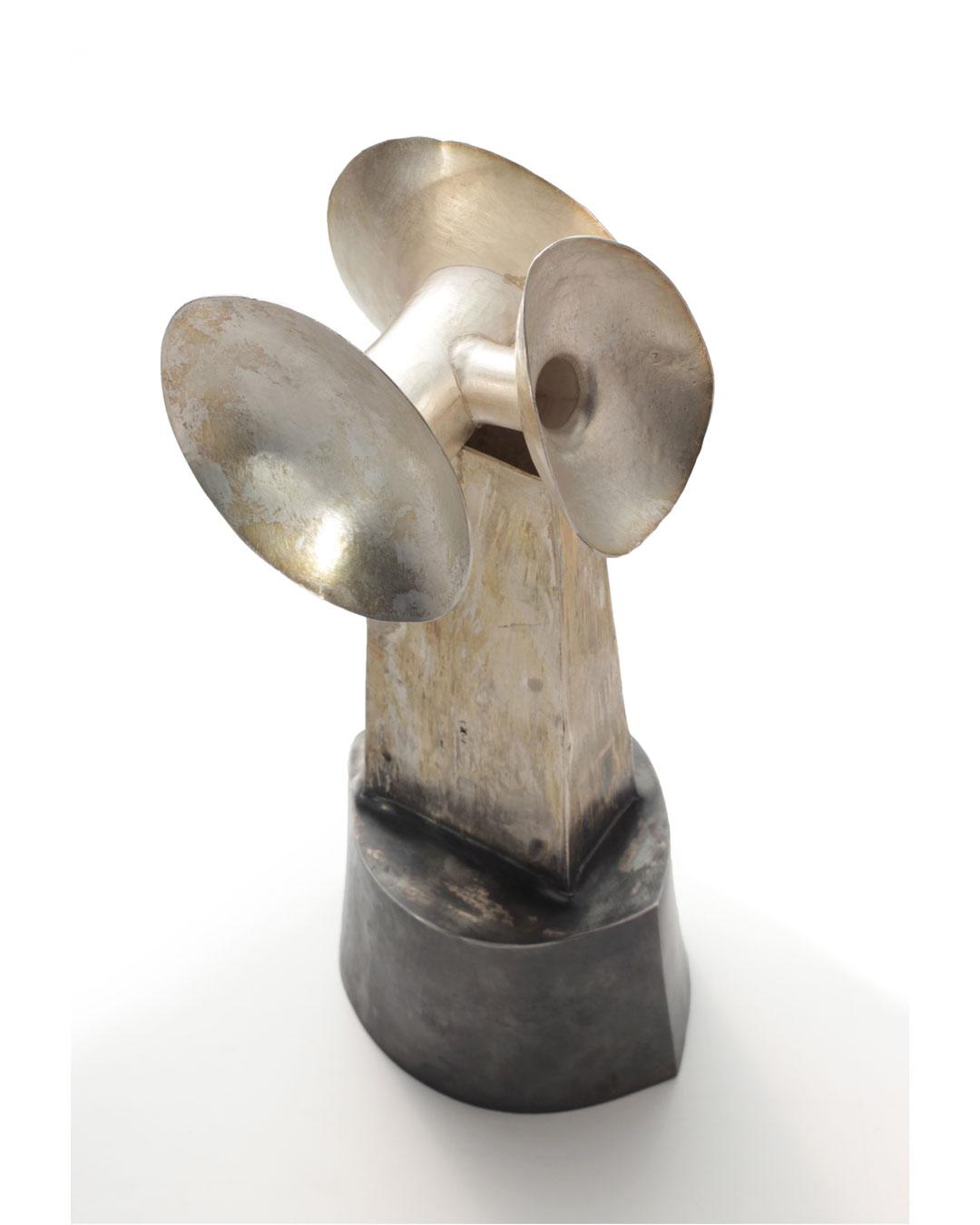 Rudolf Kocéa, Ausgezeichnet (Uitstekend), 2014, object; zilver, koper, 300 x 130 x 100 mm, €7750