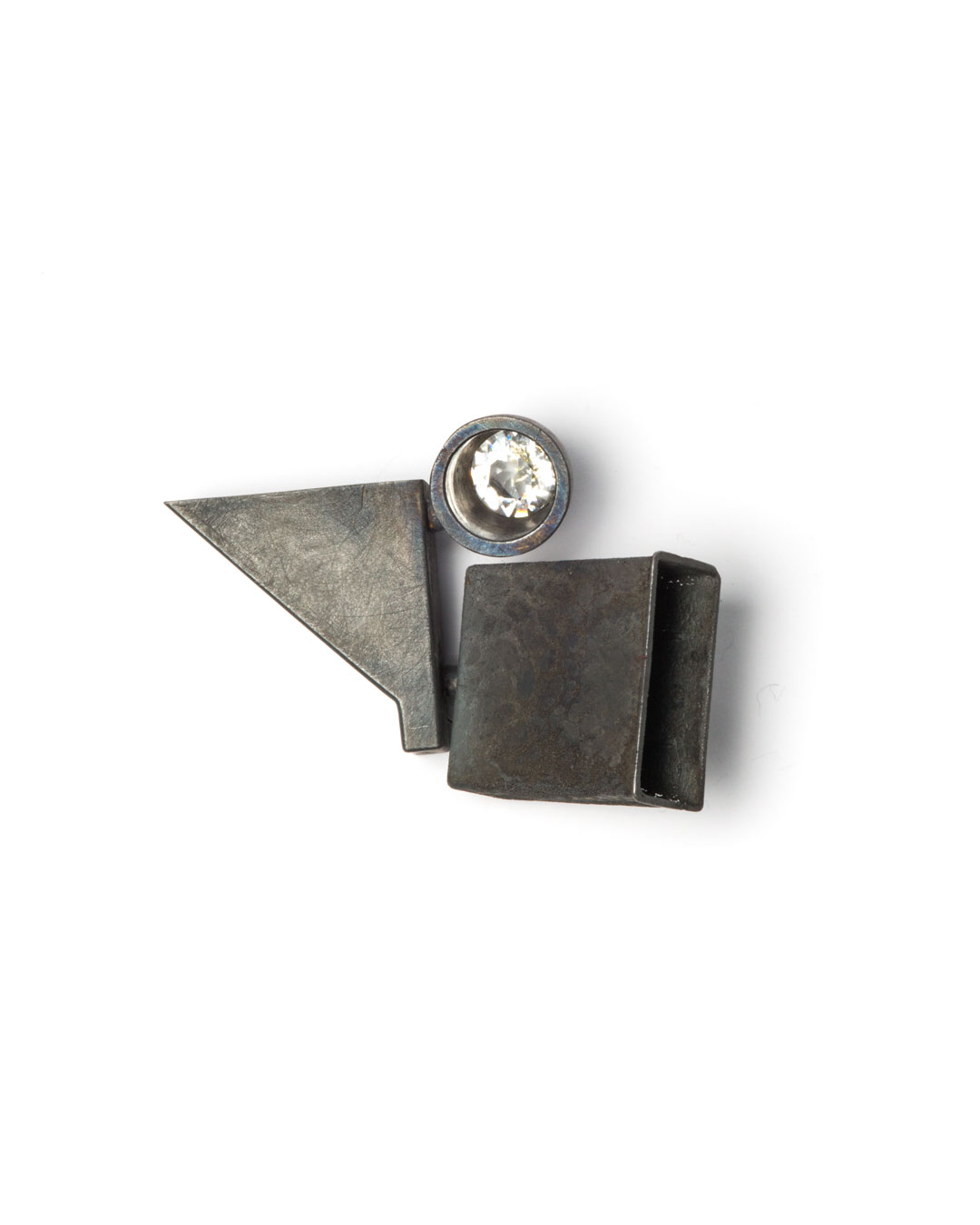 Winfried Krüger, untitled, 2010, brooch; oxidised silver, glass, 100 x 50 mm, €2300