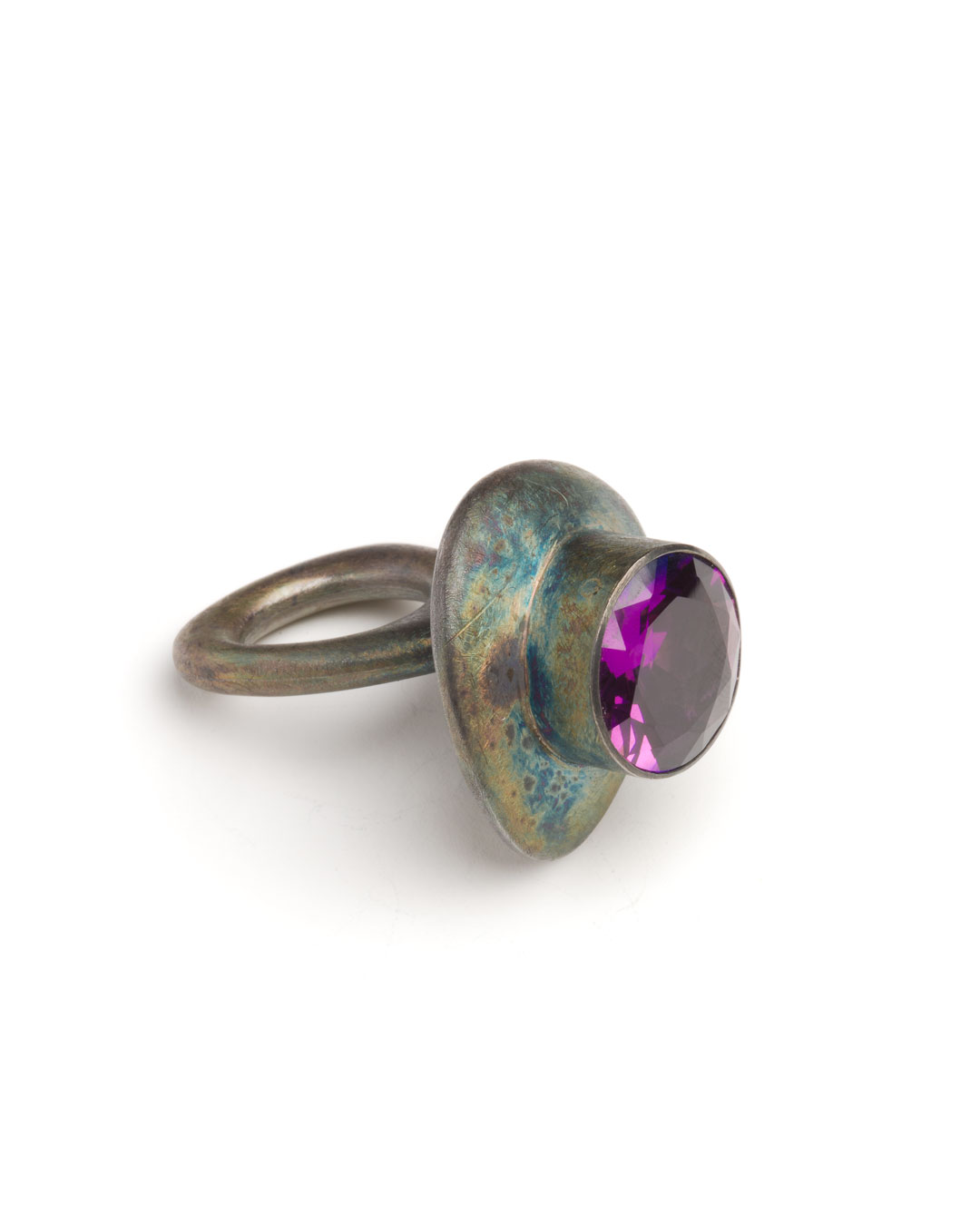 Winfried Krüger, untitled, 1994, ring; oxidised silver, glass, 55 x 40 mm, €1090