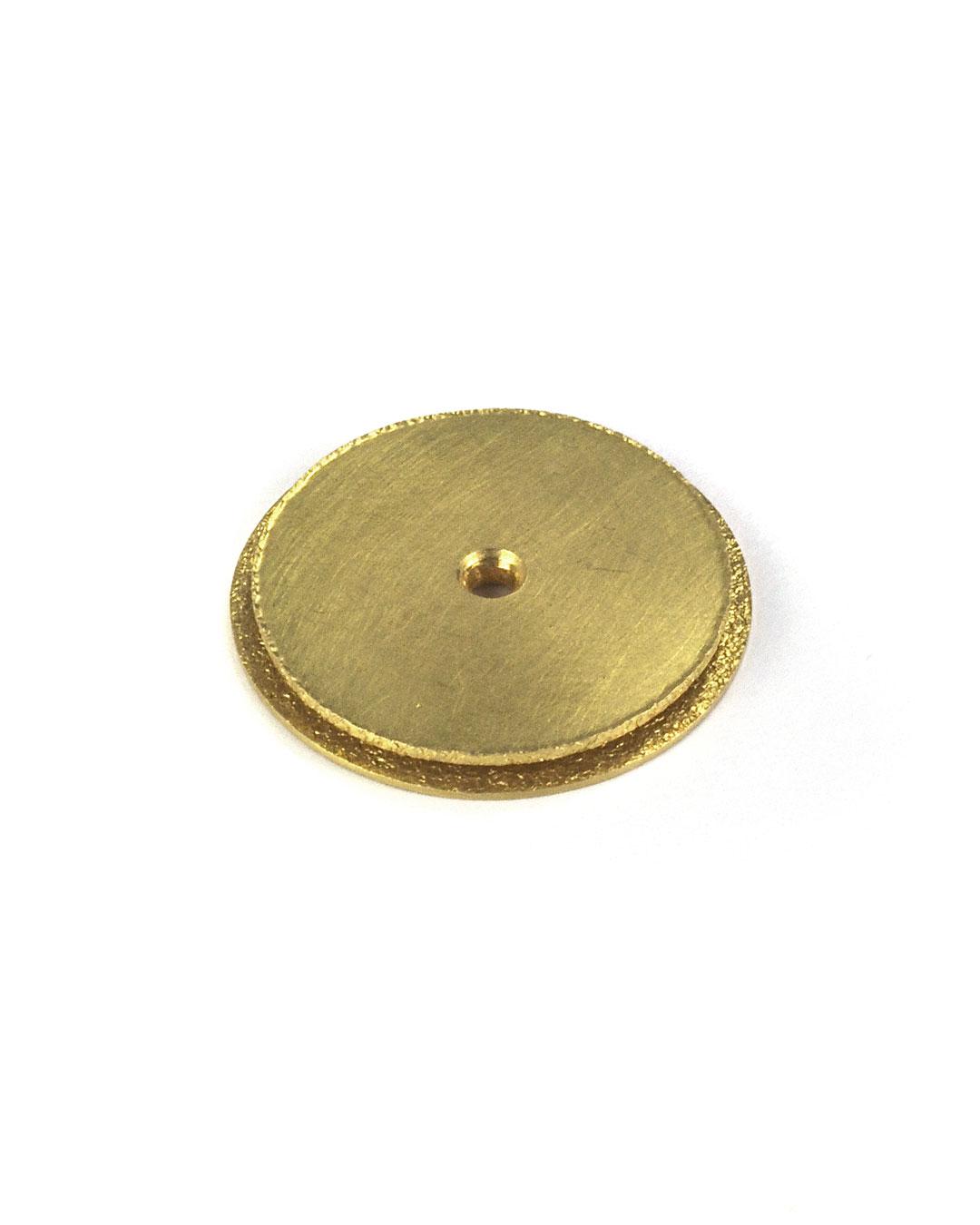 Okinari Kurokawa, untitled, 2002, pendant; 20ct gold, ø 21 x 3 mm