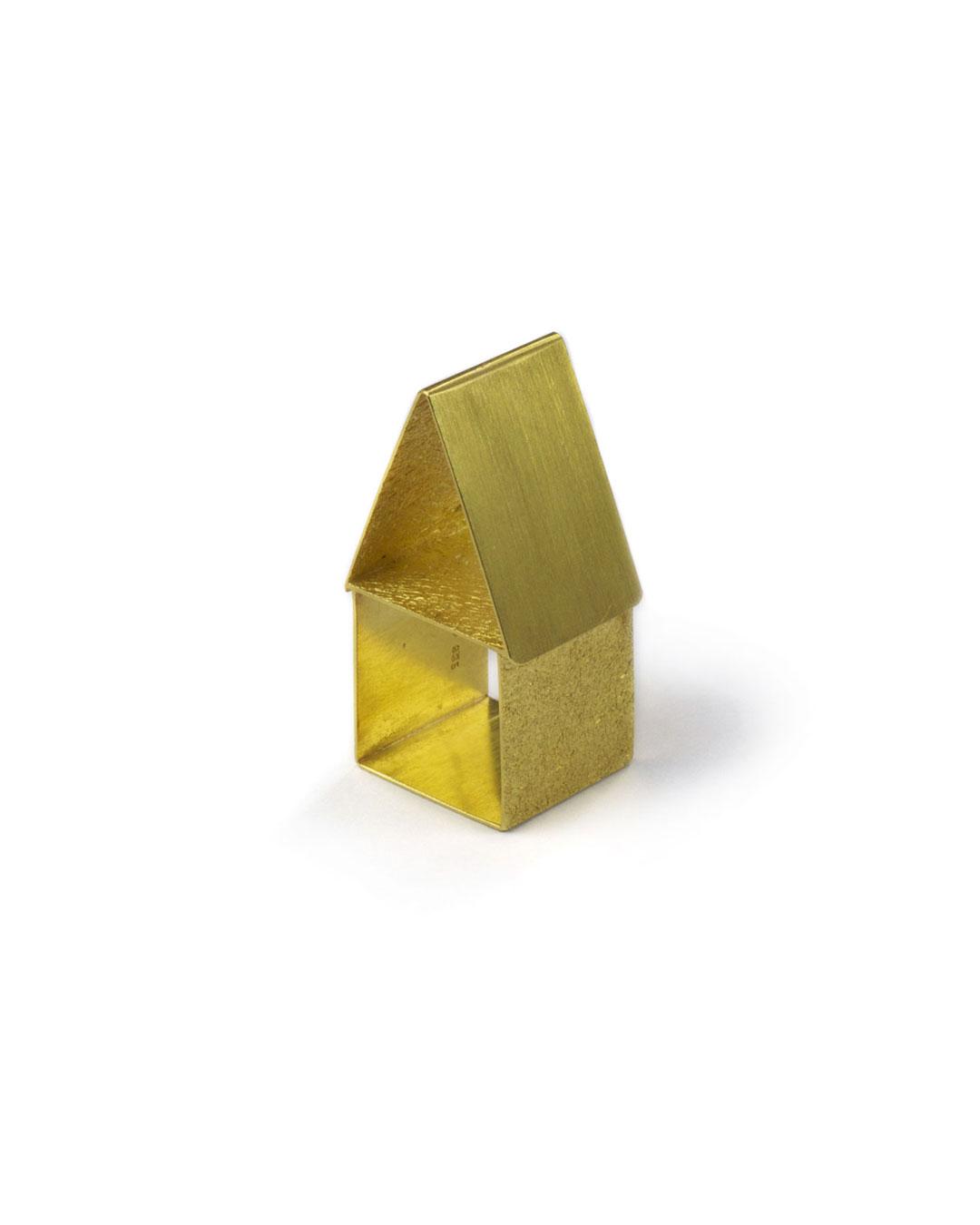 Okinari Kurokawa, untitled, 2004, ring; 20ct gold, 40 x 21 x 18 mm