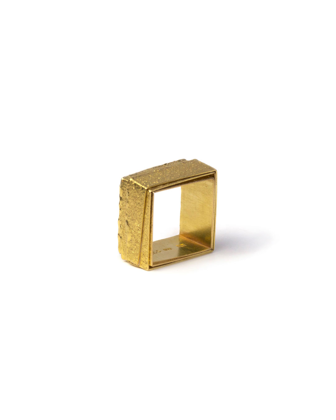 Okinari Kurokawa, untitled, 1998, ring; 18ct gold, 20 x 20  x 12 mm