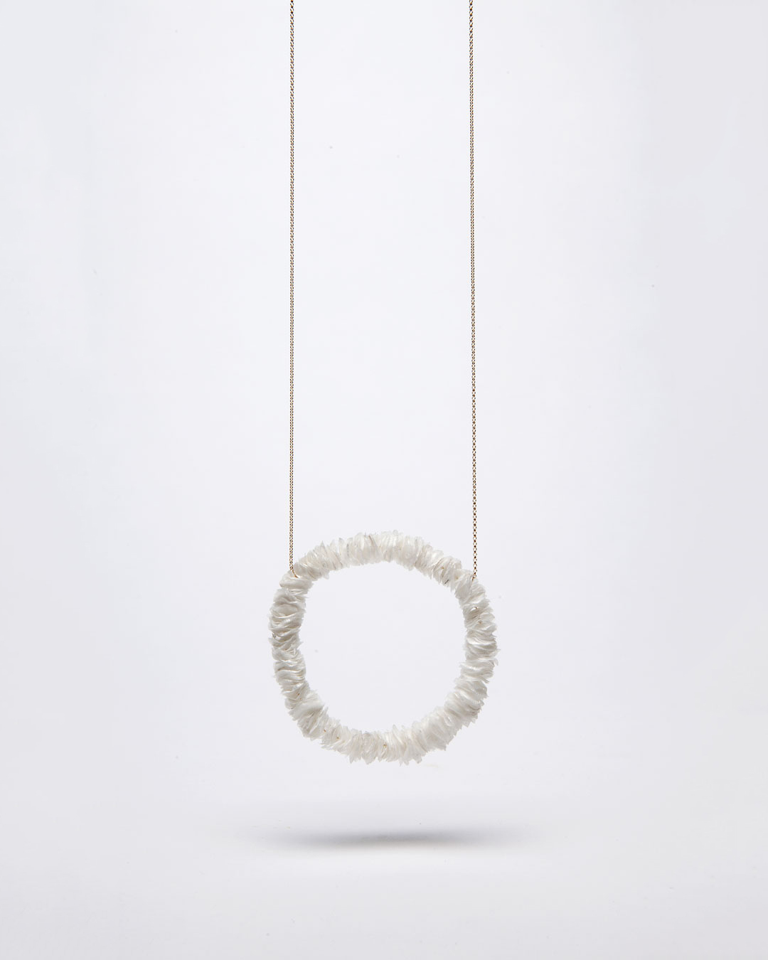 Annamaria Leiste, Meeresraunen 2 (Sea Whisper 2), 2014, necklace; gold, fish scales, 370 x 170 x 10 mm, €885