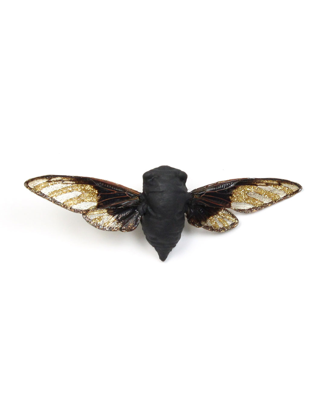 Märta Mattsson, Wings, 2016, broche; cicade, koper, lak, hars, pigment, zilver, 140 x 70 x 30 mm, €1100