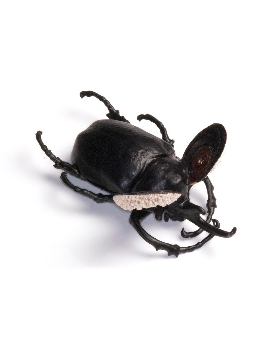 Märta Mattsson, Minnie, 2018, brooch; beetle, copper, resin, coral, seashells, lacquer, gold, 160 x 110 x 120 mm, €2060