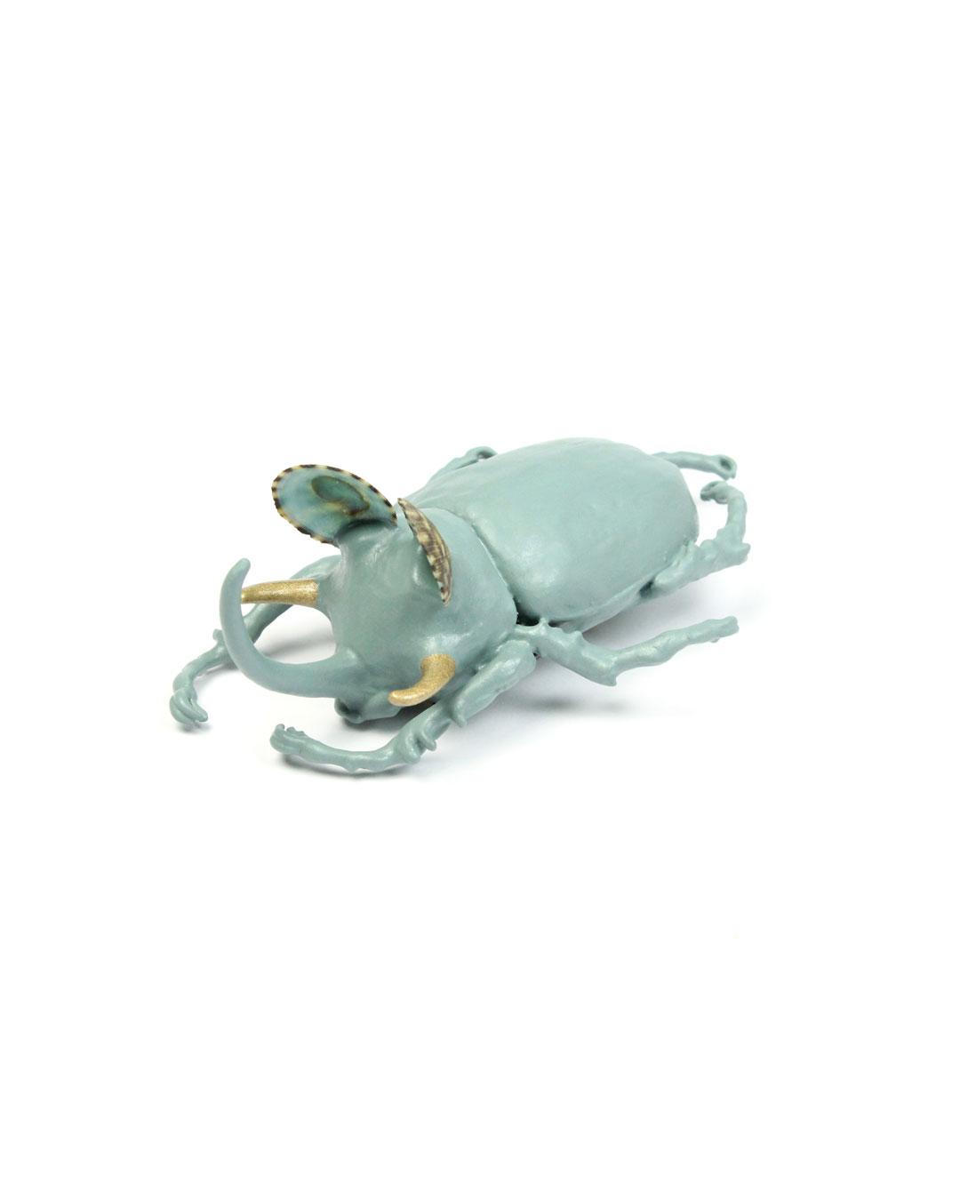 Märta Mattsson, Dali, 2019, brooch; beetle, copper, lacquer, resin, seashells, steel, gold, 60 x 100 x 40 mm, €1350