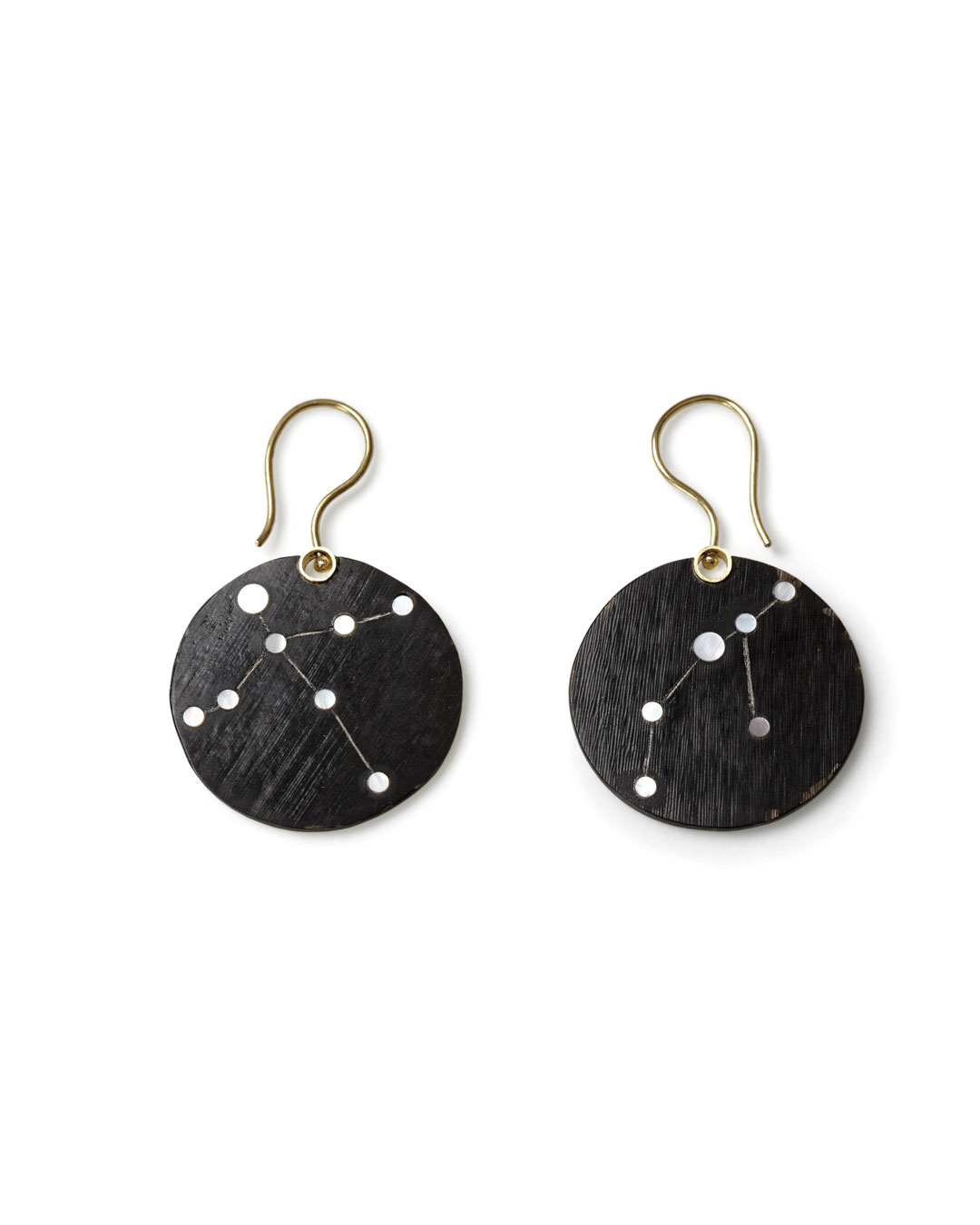 Julie Mollenhauer, untitled, 2015, earrings; buffalo horn, mother-of-pearl, 14ct gold, 45 x 27 x 1 mm, €1010