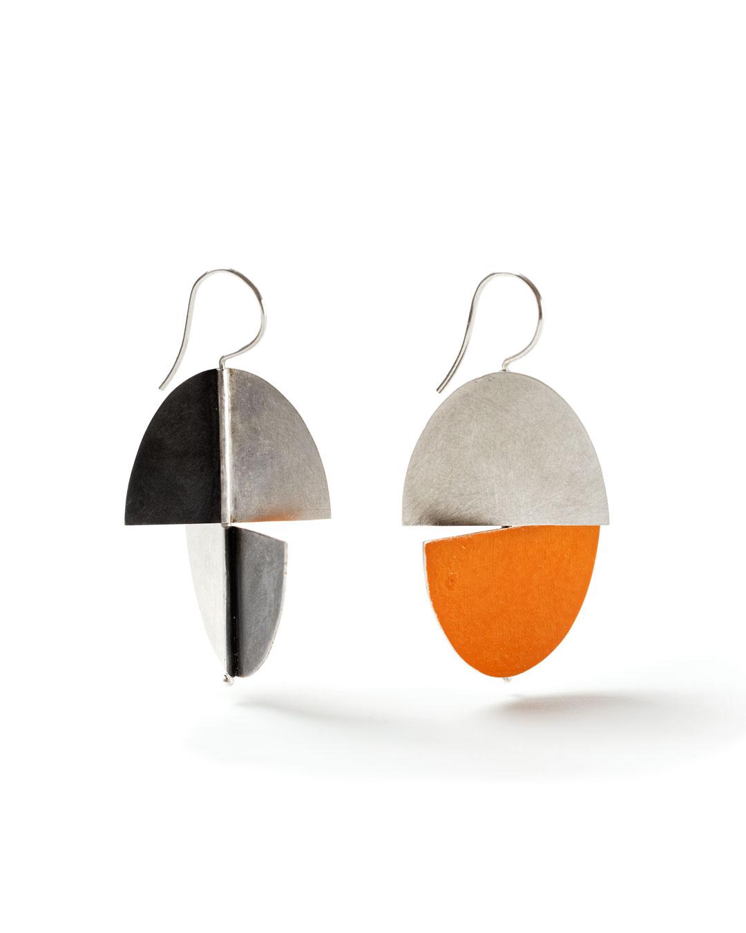 Julie Mollenhauer, untitled, 2018, earrings; silver, acrylic paint, 45 x 30 x 2 mm, €800