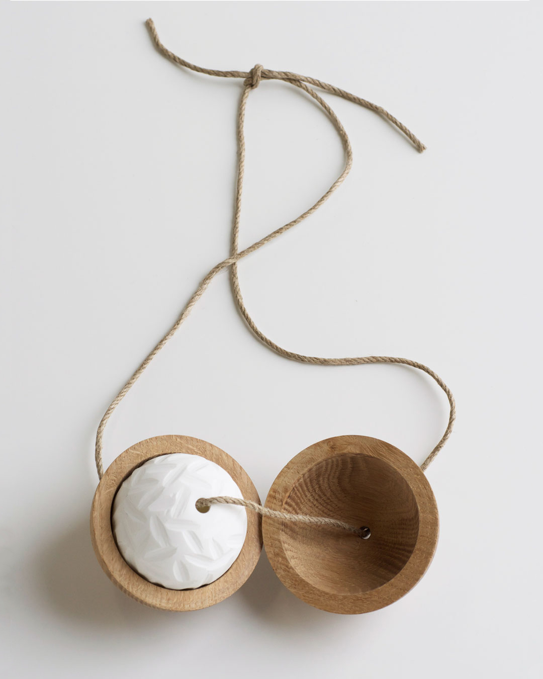 Chequita Nahar, Krabasi, 2010, necklace; oak, porcelain, string, 540 x 90 mm, €1240